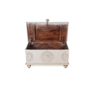 OLD FASHIONED WOODEN STORAGE CHEST, WHITE